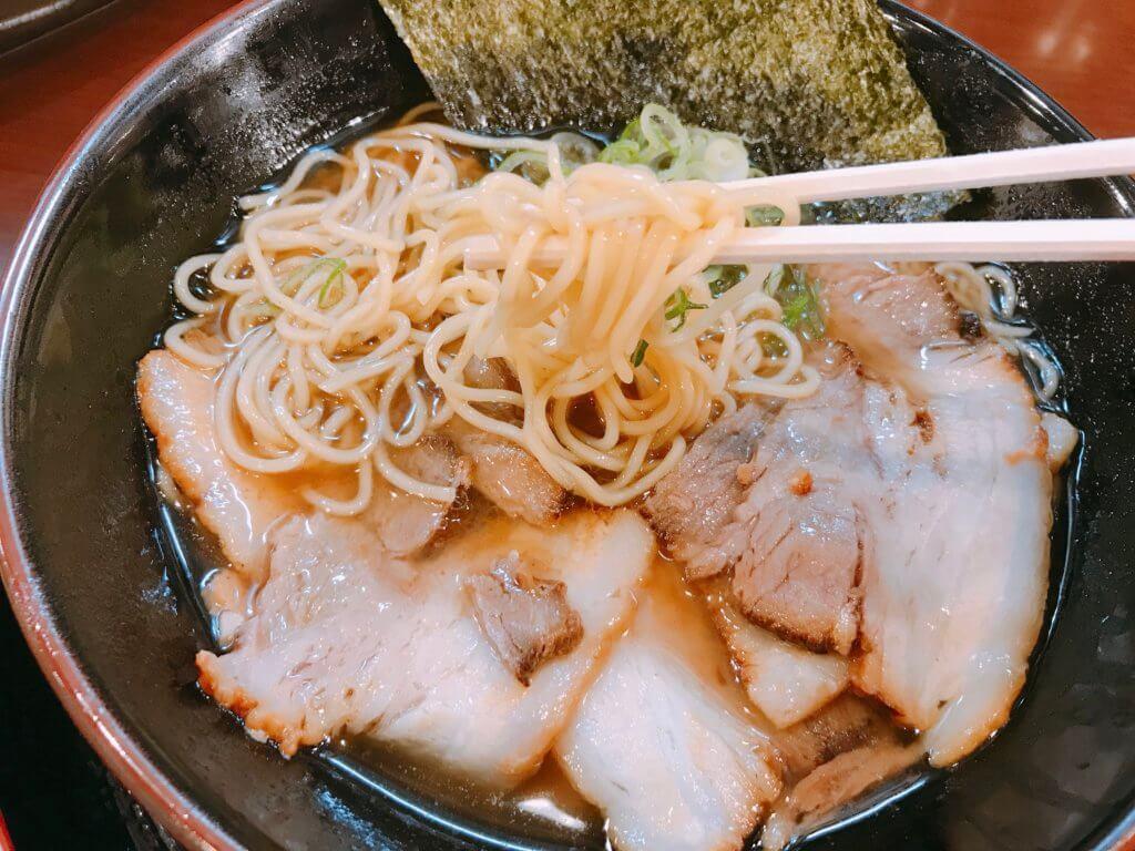魚介肉醤油ラーメンの麺