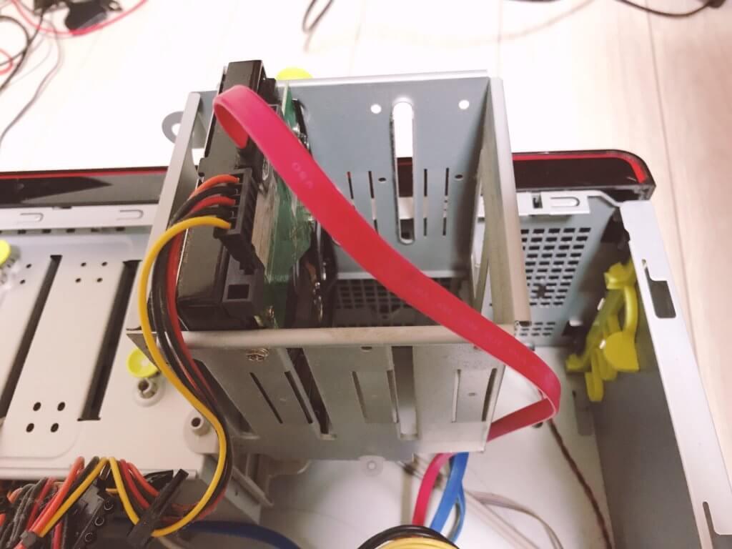 HDDに繋がっているケーブルの状態